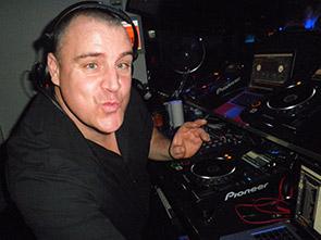 DJ bar 74