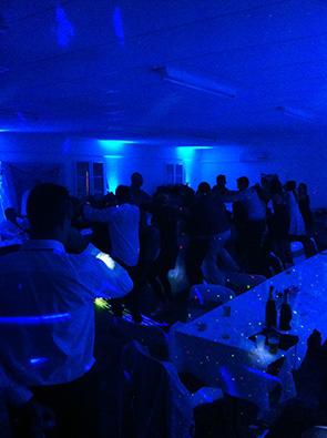danse par bleu OKIS